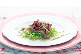 Carpaccio di manzo e zucchine all'anice: secondo piatto leggero