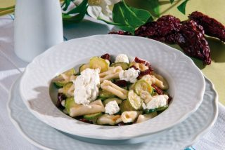 Cavatelli con zucchine, ricotta forte e peperoni cruschi