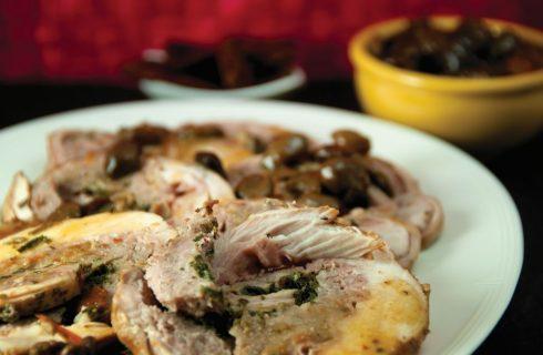 Coniglio ripieno con prosciutto e salsiccia: per il pranzo della domenica