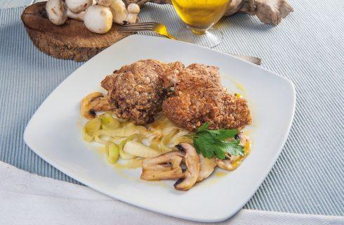 Cosce di pollo con porri e insalatina di champignon