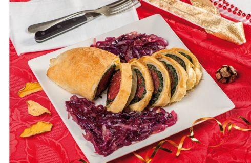 Cotechino in sfoglia con spinaci e salsa di scalogno