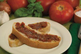 Crostini al pomodoro crudo per l'aperitivo