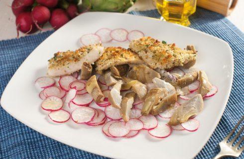 Filetto di merluzzo in crosta con carciofi e ravanelli