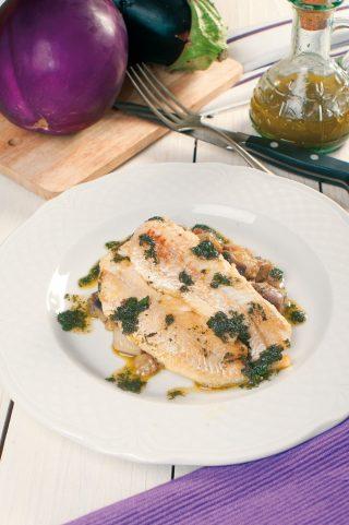 Filetto di merluzzo con melanzane viola e olio alla menta