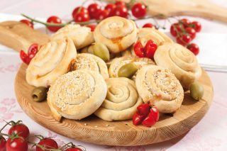 Girelle con cotto, olive e formaggio