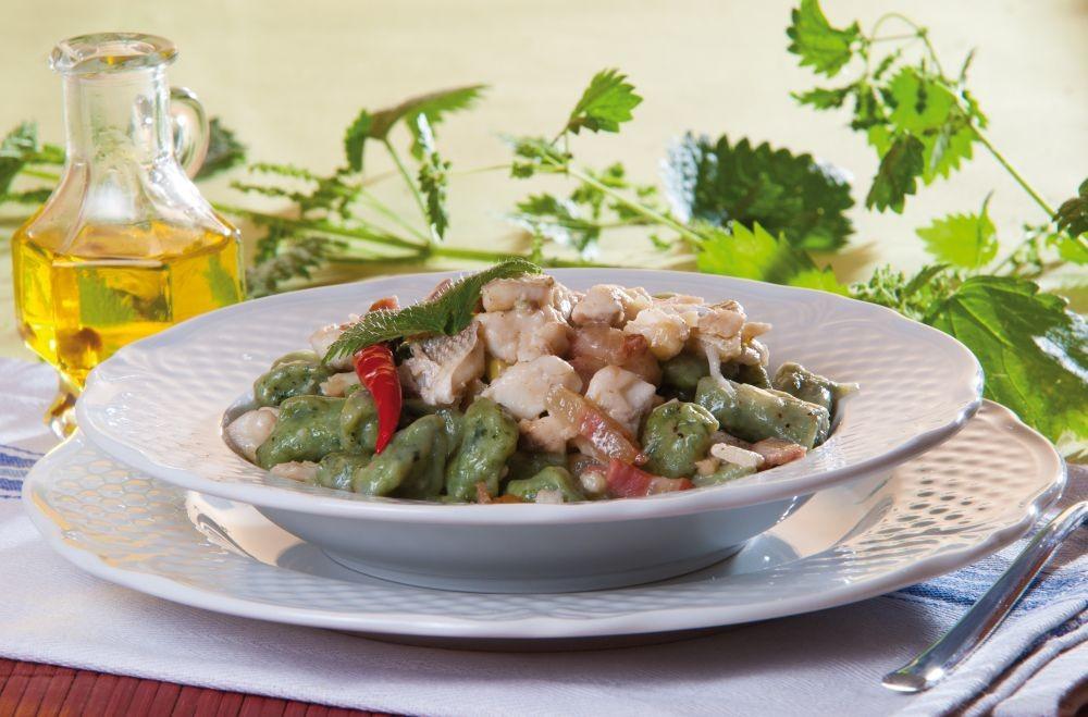Ricetta Gnocchi all'ortica con gricia di spigola | Agrodolce