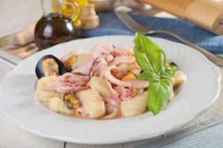 Gnocchi di patate con cozze e calamari