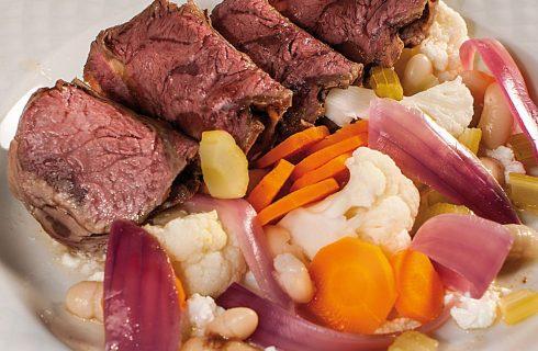 Insalata di arrosto freddo con verdure agrodolci