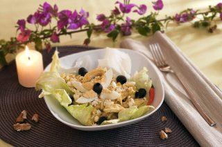 Insalata di pollo e noci: per pranzo