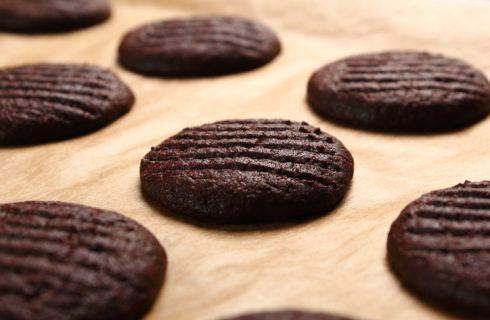 La ricetta della pasta frolla al cacao di Knam