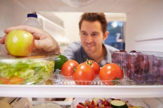 5 cibi da non mettere in frigorifero (e 5 che invece ci vanno)