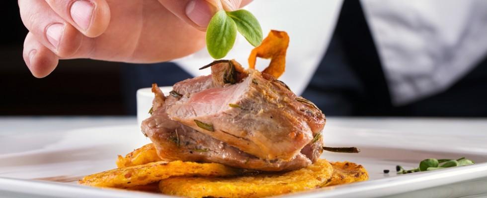 Al ristorante i pasti sono più calorici che al fast food (almeno in UK e USA)