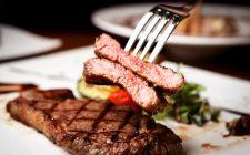 Fermi tutti: la carne rossa non fa male