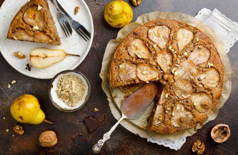 Torta pere e noci, la ricetta facile per merende golose