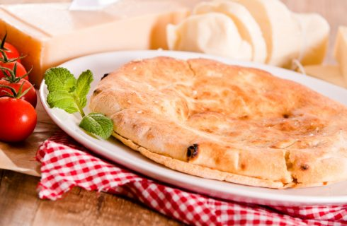 La ricetta della torta salata con pane raffermo di Anna Moroni
