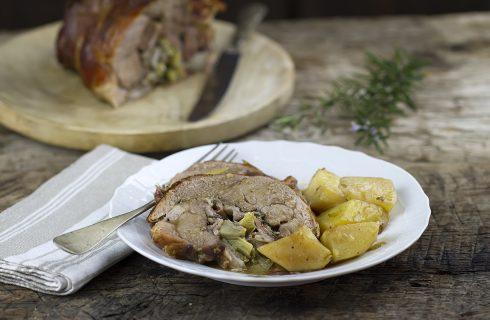 Arrosto di agnello ripieno con carciofi e pancetta: per sorprendere i vostri ospiti
