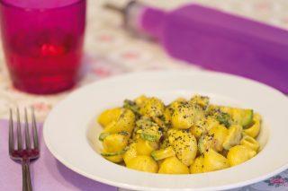 Pipe con zucchine e zafferano: primo piatto semplice e veloce