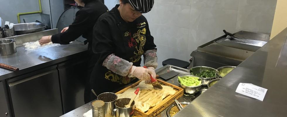 Milano: non solo ravioli, ora tutti vogliono le crêpes cinesi
