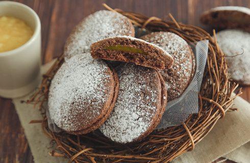 Biscotti al cacao ripieni all'arancia: uno tira l'altro