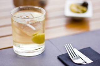 Il vermouth bianco sarà la bevanda della primavera: usatelo in questi 4 cocktail