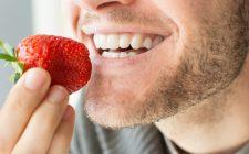 Denti bianchi: 7 cibi dal potere sbiancante
