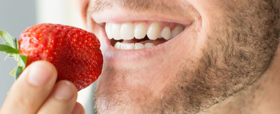 Denti bianchi: 7 alimenti dal potere sbiancante