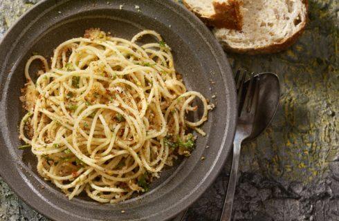 Spaghetti aglio e olio con nocciole, la ricetta sfiziosa