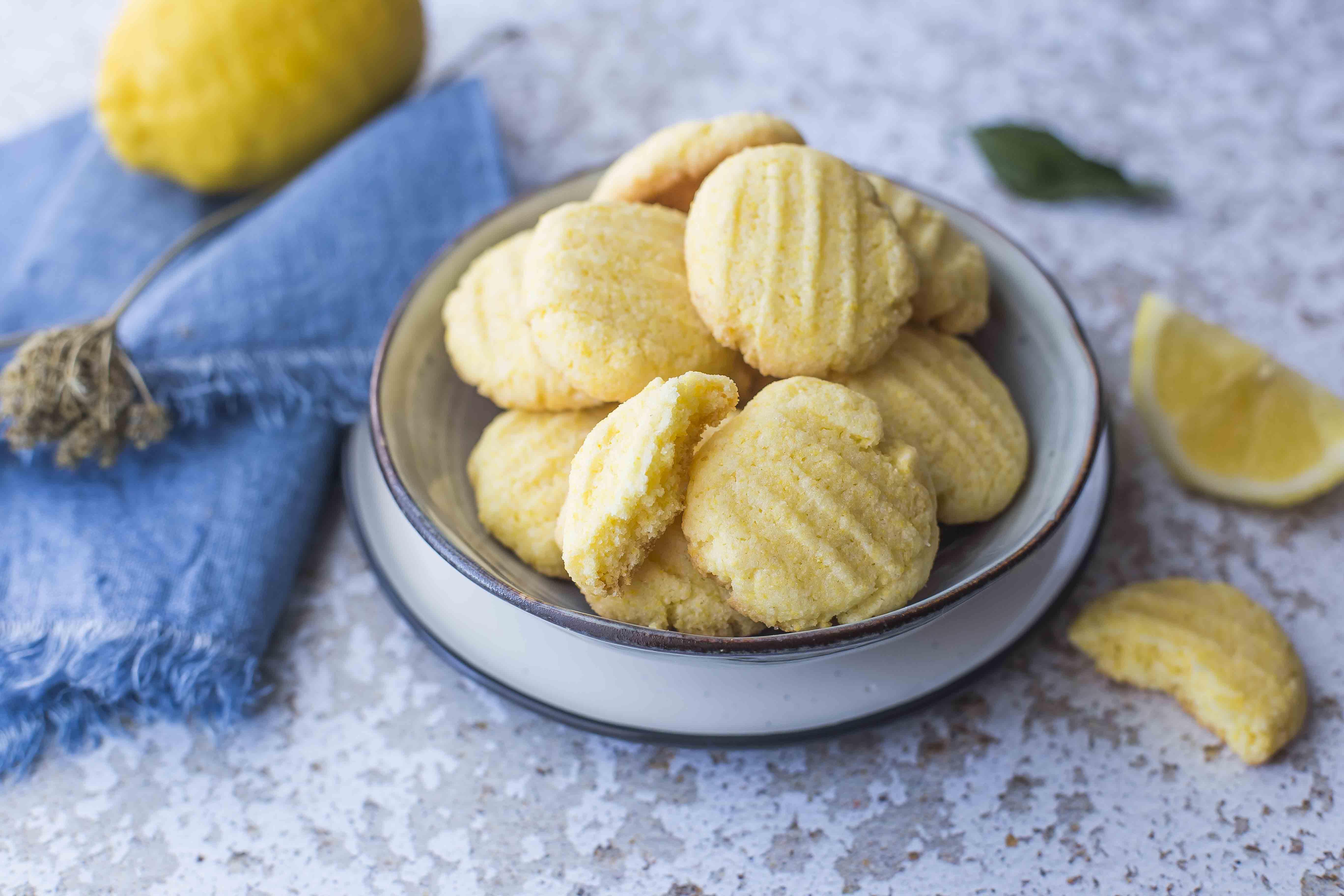 Ricetta Biscotti Al Burro Per Celiaci.Biscotti Al Limone Senza Glutine Fare Il Pieno Di Energia Agrodolce
