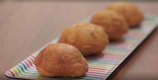 Bomboloni di patate con pancetta e mozzarella: la video ricetta