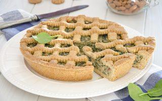Erbazzone dolce, ripieno di spinaci, ricotta, mandorle e amaretti