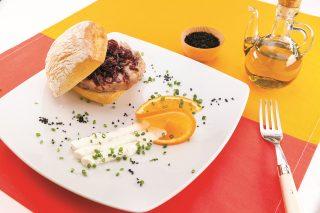 Hamburger di tonno con cipolla caramellata al barbecue