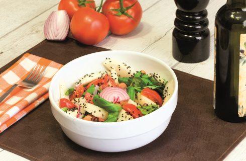 Insalata di pere e verdure, piatto unico vegano
