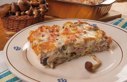 Lasagna di pane carasau, funghi chiodini e prosciutto cotto