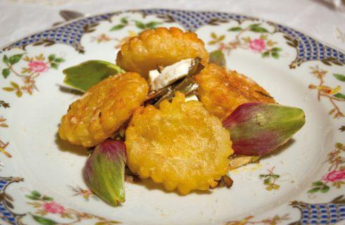 Ravioli di sfoglia fritti con carciofi e mozzarella