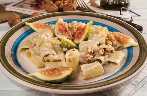 Mezzemaniche con gorgonzola, noci e fichi