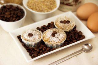 Muffin morbidi al farro e caffè