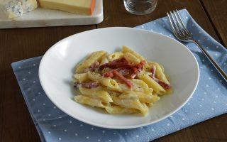 Pasta ai quattro formaggi e speck gustosa variante