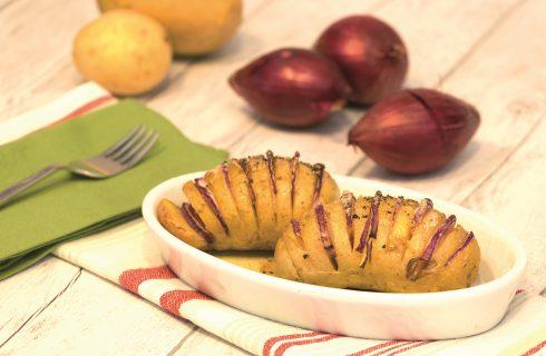 Patate farcite alla cipolla: contorno vegano