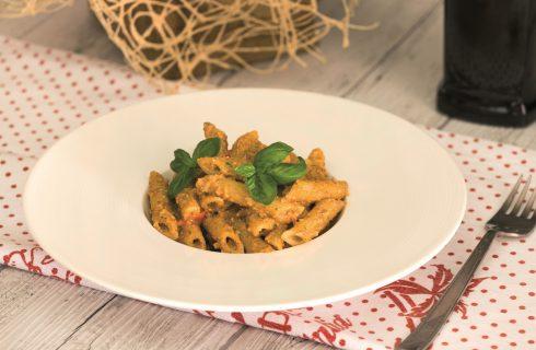 Penne al pesto di olive: primo piatto vegetariano