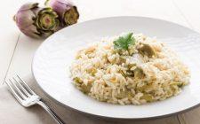 Risotto mimosa con uova e carciofi, la ricetta gustosa