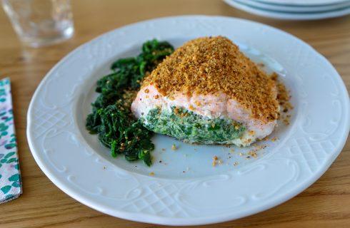 Salmone ripieno con ricotta e spinaci, per stupire i propri ospiti