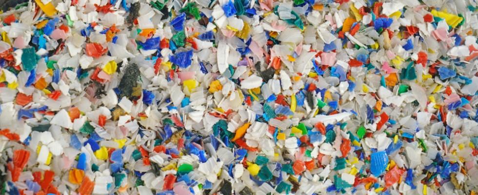 Allarme plastica: attenzione alle microplastiche a tavola