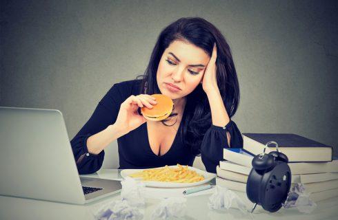 Se sei stressato o depresso, mangerai peggio