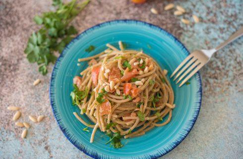 Spaghetti integrali al pesto ammaccato, gusto inconfondibile