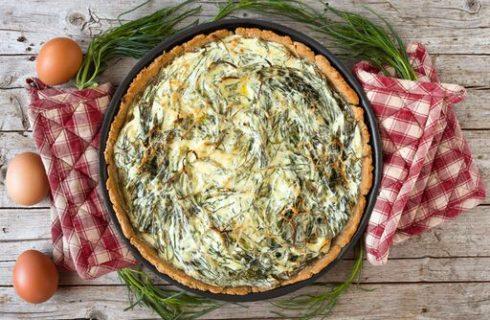 Torta salata con agretti e stracchino, la ricetta sfiziosa