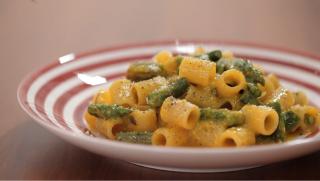 Carbonara asparagi e zafferano: primaverile