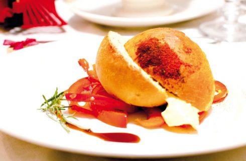 Muffin salati con brie, peperoni e paprika