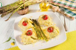 Pasta all'uovo con ricotta, asparagi e crema di grana