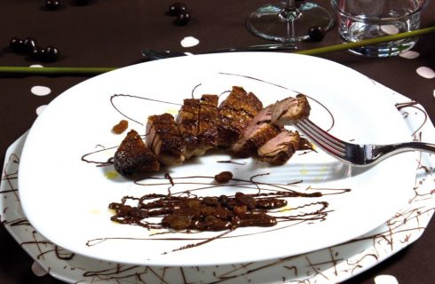 Petto di anatra al single malt con salsa al cioccolato nero