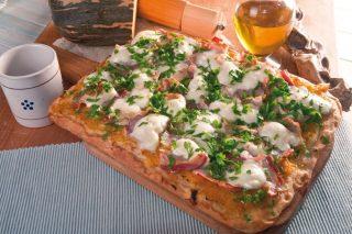 Pizza con zucca, guanciale e mozzarella affumicata